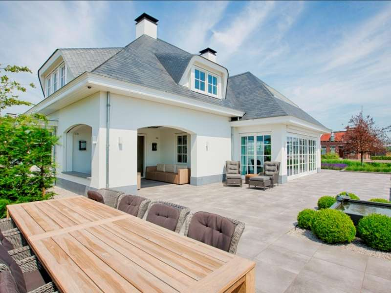 Stijlvolle villa met prachtige leistenen daken